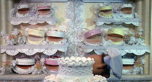 File:Weddingcakes.jpg