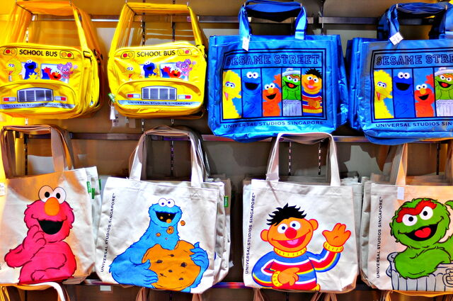 File:Ussingapore 2013 bags.jpg