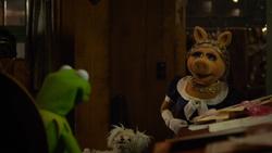 MMW Kermit Piggy argue