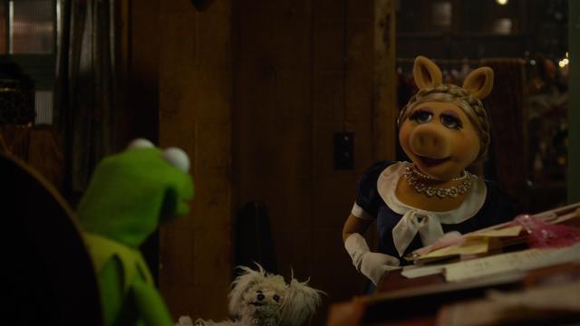File:MMW Kermit Piggy argue.png