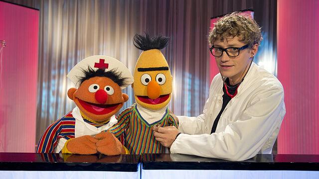 File:Sesamstrasse-Ernie&BertSongs-Bendsko-BertRetten-(2013-02-25).jpg