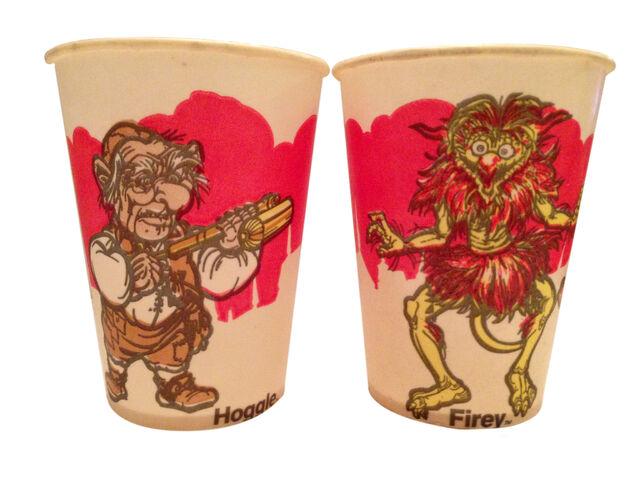File:Labyrinth-40-cups-01-v2.jpg