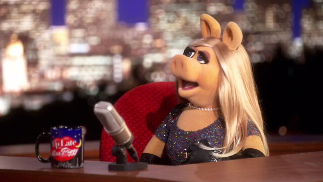 File:Up Late with Miss Piggy - host.jpg