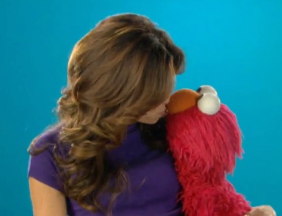 File:Kiss-evaelmo.jpg