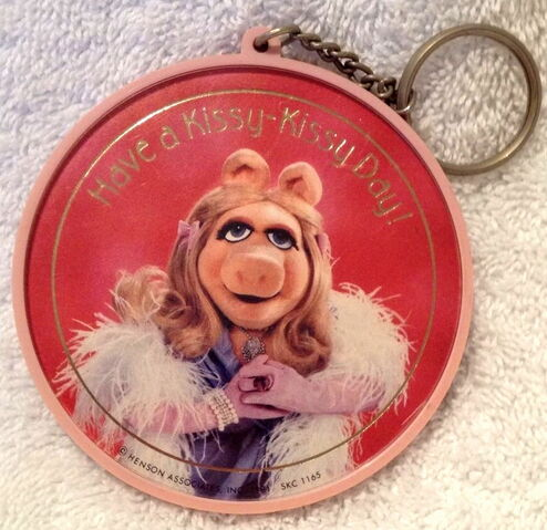 File:Hallmark keychain 1981 have a kissy day.jpg