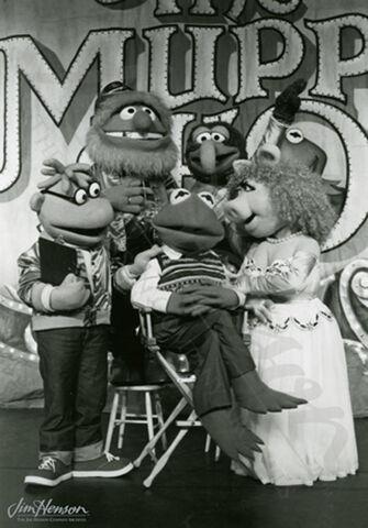 File:CM 871 MuppetShowLiveCastPhoto.jpg