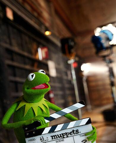 File:Miss-Piggy-Kermit-the-Frog-by-Dominick-Guillemot fy3.jpg
