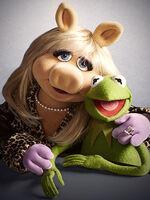 Miss-Piggy-Kermit-Frog 300