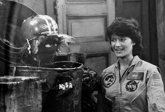 File:Sally Ride Grundgetta trashcan.jpg