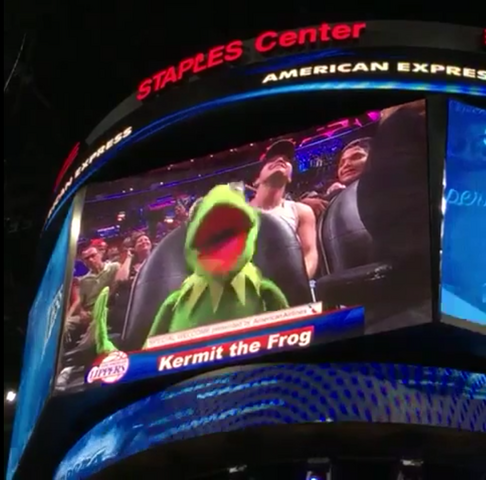 File:Kermit Bust a Move.png