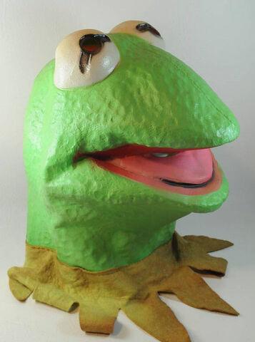 File:Cesar 1980 kermit latex mask.jpg