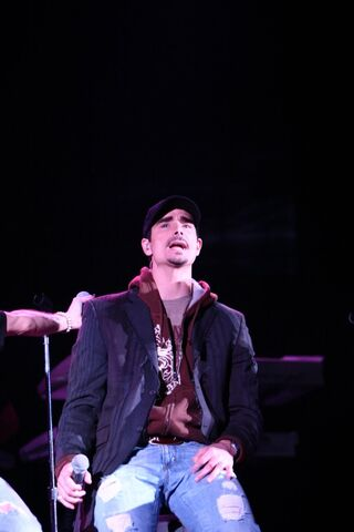 File:Kevin Richardson on tour.jpg