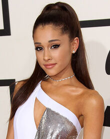 1425996688 ariana-grande-falls-over-on-stage.jpg