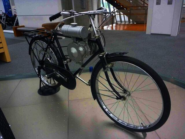 File:Honda bicycle engine 1946.jpg