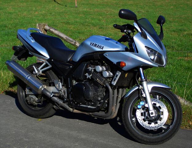 File:Yamaha FZS600 Fazer (RJ02).jpeg