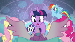 Mane six shocked to see Flurry Heart's wings S06E01 (1)