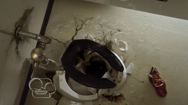 File:S2e4 toilet.png