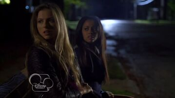 My-babysitters-a-vampire--village-of-the-darned--206--food--vanessa-morgan--kate-todd