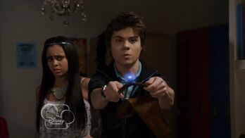 My-babysitters-a-vampire--mirror-rorrim--205--magic-wand--atticus-mitchell-vanessa-morgan