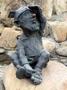 File:Dwarf figurine.jpg