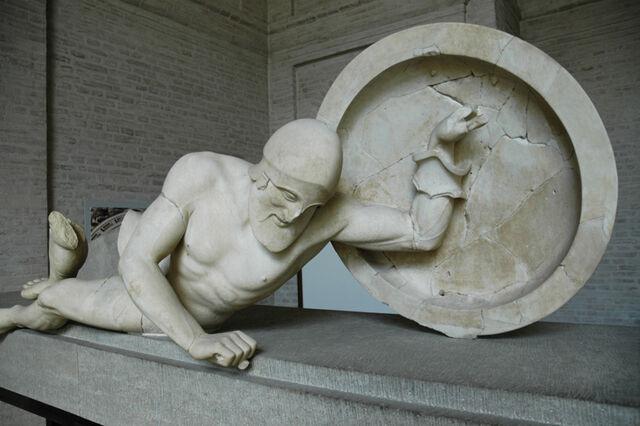 File:Aphaia pediment Laomedon E-XI Glyptothek Munich 85.jpg