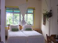 Lovia - Hotel Freedom - 800px-Bedroom of Canopy Tower in Gamboa Panama 01