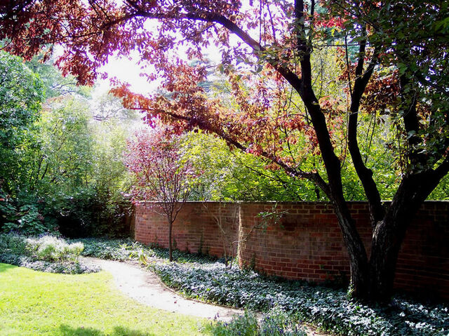 File:Lovia - Thomas Jefferson Park - 800px-Serpentine Wall.jpg