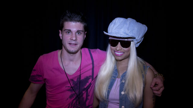 File:MeetAndGreet Sidney Nicki Barbz2.jpg