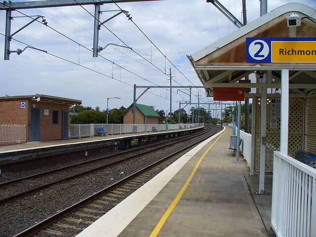 File:ClarendonRailwayStation1.jpg