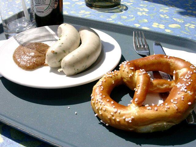 File:Weißwurst mit Laugenbrezel und Senf.jpg