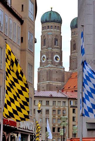 File:Mun flags frauenkirche.jpg