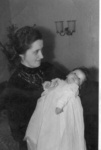 Magreta Hasselhoff mit Kind.jpg
