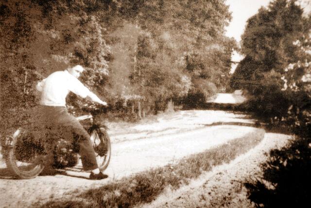 Datei:Albert oelfke motorrad 02.jpg