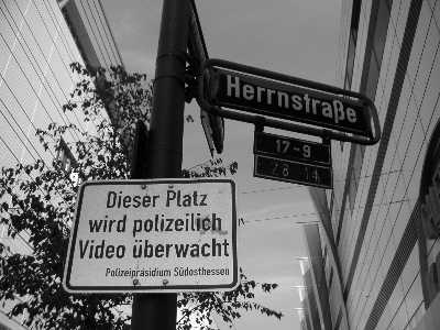 Datei:Herrnstraße Überwachung.jpg
