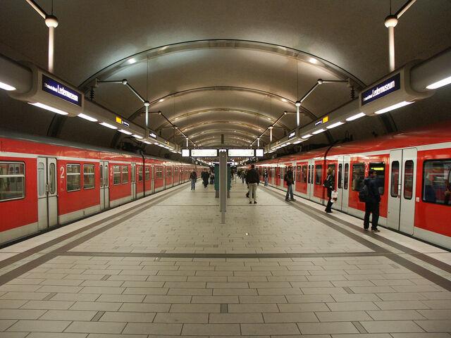 Datei:S-Bahn Ledermuseum.jpg