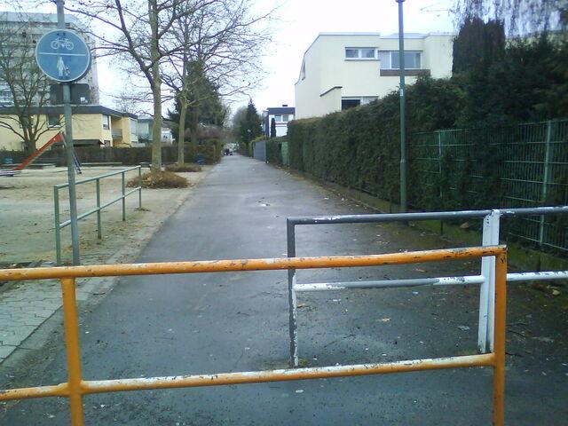 Datei:Spielplatz gegenüber Europaplatz 1.JPG