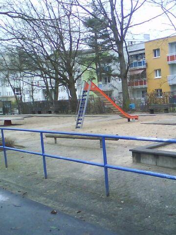 Datei:Spielplatz gegenüber Europaplatz 6.JPG