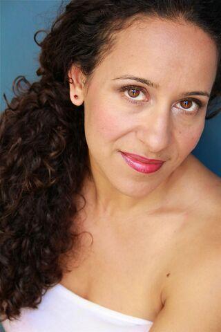File:OHF actress Met Salih.jpg