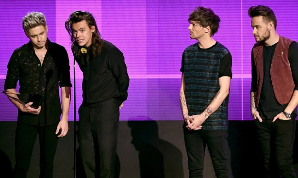 File:One Direction Talking about there Reward 2015.png