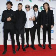 One-direction-red-carpet-aria-awards-2014-8-1416988402-custom-0