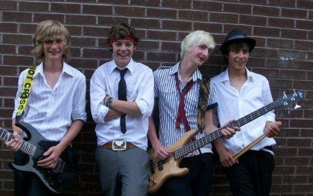 File:White Eskimo band.png