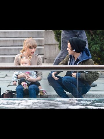 File:Taylor, lux and Harry .jpg
