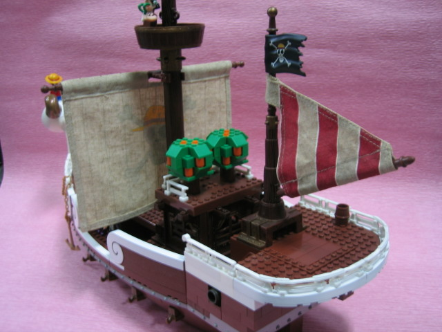 File:One Piece Mega Bloks Going Merry Back.png