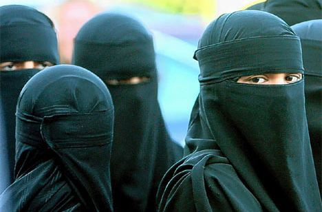 Woman-with-burka 64