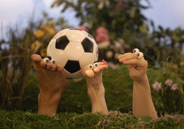 File:Noggin Oobi Frieda the Foot Frankie Hand Puppets Characters Nick Jr. Nickelodeon.jpg