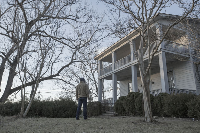 File:Kyle Barnes standing outside of Joshua Austin's house.png