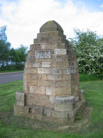 File:Cairn in memory of Battle of Prestonpans 1745.jpg