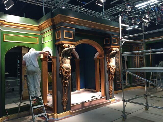 File:Maison Elise Set Construction.jpg
