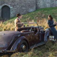 Frank Randall (Tobias Menzies); Claire Randall (Caitriona Balfe)