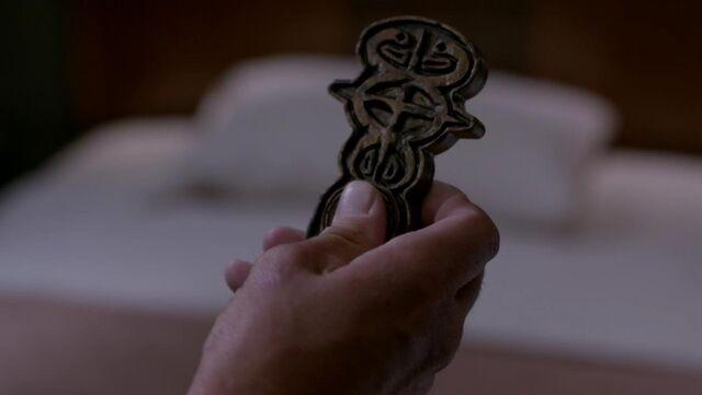 File:Key to Oz Supernatural.jpg